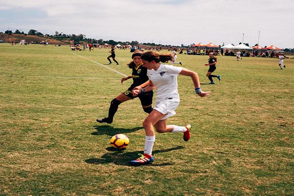 Η Νικολετα Κιορπέ με καταγωγή από Σκοτούσσα στην Εθνική Ομάδα Ποδοσφαίρου των ΗΠΑ για κορίτσια κάτω των 15